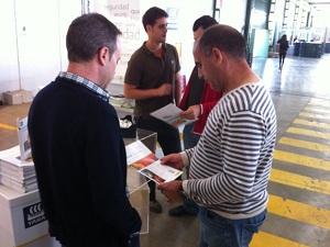 Yara Alborán muestra a los agricultores almerienses su catalogo nutricional