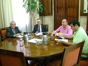 El subdelegado del Gobierno se reúne con COAG Almería para analizar la rebaja fiscal aprobada por el Ministerio de Hacienda