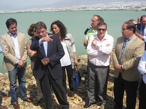 La Junta firma el contrato de obras para ampliar la capacidad de evacuación de las aguas de la Balsa del Sapo