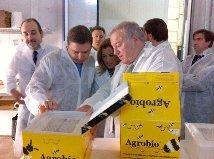 Luis Planas destaca la apuesta del sector y la Junta por el control biológico para combatir las plagas en los cultivos