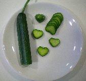 Tecnova realiza un ensayo agronómico en pepinos con forma de corazón