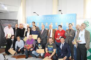 La IGP La Cañada entrega un diploma y una caja de tomate a los ganadores del concurso convocado con motivo de la VI Ruta de la Tapa de Almería