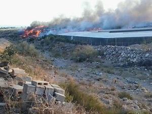 Declarado un incendio en una rambla de Vícar