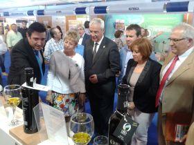 La consejera dice que el sector del olivar precisa innovar