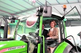 Las ventas de maquinaria indican que la confianza ha vuelto, según la ministra