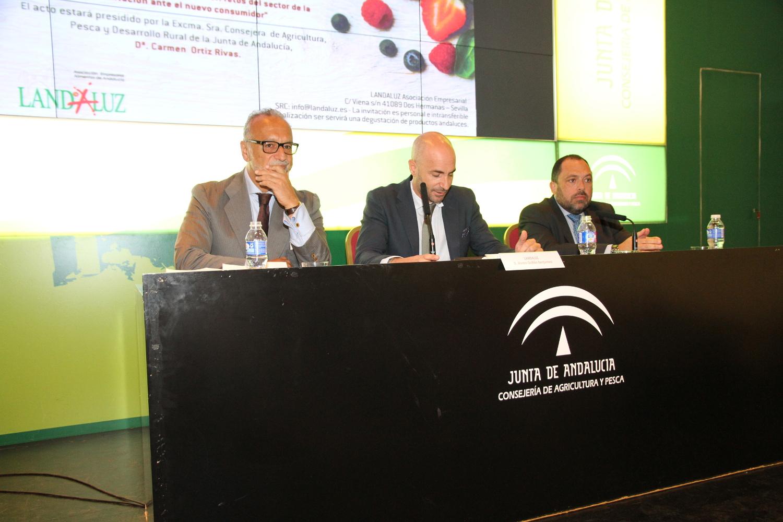 La Junta seguirá impulsando la industria agroalimentaria, clave para la estructura económica de Andalucía
