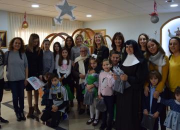 La 'familia' Biosabor hace de Reyes Magos y lleva la ilusión a los mayores