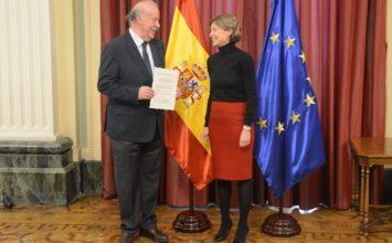 Isabel García Tejerina preside la entrega a Vicente del Bosque del nombramiento de Embajador Solidario del programa 'El Aceite de la Vida'