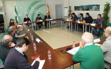 La Junta analiza con el sector agrícola la gestión sostenible de los residuos plásticos como una prioridad