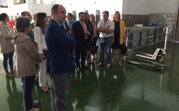El consejero de Agricultura, Pesca y Desarrollo Rural visita las instalaciones de la lonja de Adra