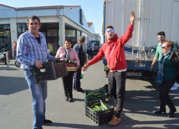 Agricultores regalan sus hortalizas en protesta por los precios que reciben