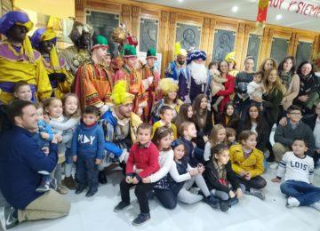 Los niños de BioSabor llevan la magia de los Reyes Magos a los abuelos de una residencia