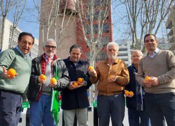 Asaja traslada a medio centenar de agricultores almerienses a un acto reivindicativo común del sector de la citricultura española