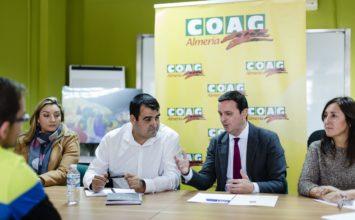 El presidente de la Diputación visita Coag Almería para conocer la situación del sector en la provincia