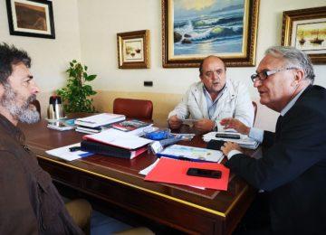 Jesús Caicedo analiza con Asopesca y la OPP 71 los proyectos del Fondeadero y la antigua Lonja