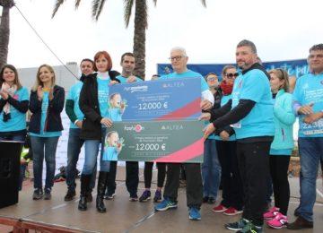 Grupo Agroponiente entrega su cheque de colaboración a la Asociación Altea Autismo en el marco de la Carrera Azul