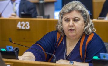 Clara Aguilera se compromete a apoyar al sector del aceite ante la bajada de precios en España
