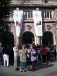 Mupis en la fachada del Teatro Isabel La Catolica de Granada