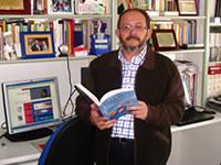 José Tuvilla en su despacho. / A.A.