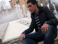 El joven intérprete en su barrio, La Chana
