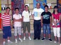 El coordinador y algunos de los jóvenes artistas de La Malahá/A.A.