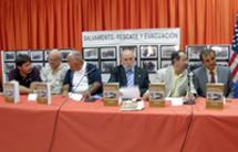 Dos marines americanos supervivientes, el alcalde de Jérez y los autores en el momento de la presentación