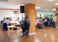 Asistentes en la presentación en Sala Cultural Nueva Gala