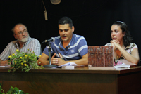 Francisco Vigueras, el autor y la alcaldesa, María Salas, en un momento de la presentación