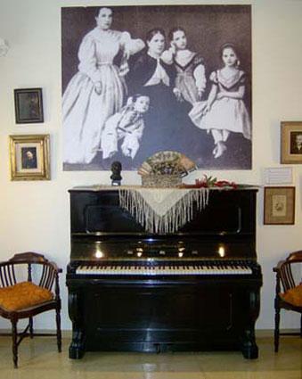 El primer piano de Isaac en el Museu Albeniz de Camprodon (Gerona)