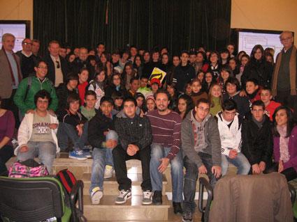 Docentes y alumnado participante en la actividad solidaria