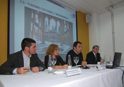 En un momento de la intervención de los responsables del Patronato de Turimo de la Alhambra