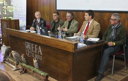 Los expertos en cetrería durante su intervención en la EFA El Soto