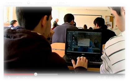 Imagen tomada del vídeo promocional en el que se muestra el uso de las TIC por parte de docentes y alumnado