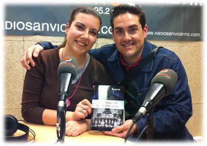 El autor tras ser entrevistado en la radio