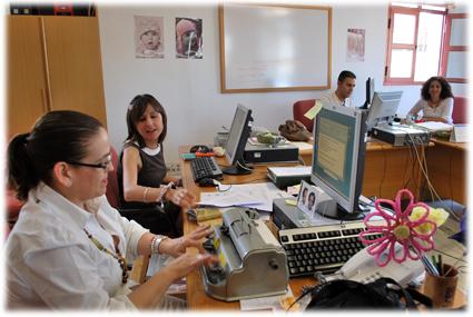 El equipo de DV se reúne todos los viernes en la sede granadina de la ONCE