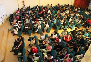 El salón de actos del CEP de Granada se llenó con los participantes