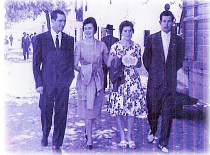 Foto de Conrada Muñoz (primera por la izda.) publicada en el blog: familiavillegasromero.blogspot.com
