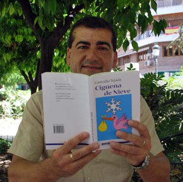 Su libro se dirige a todos por eso se subtitula Poesía para grandes y chicos