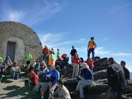 Los participantes en el refugio Elorrieta de Sierra Nevada