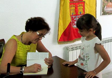 Los alumnos/as de Gor recibieron un libro dedicado por gentileza del Ayuntamiento