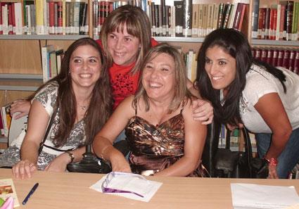 Mª Jesús, junto a un grupo de amigas
