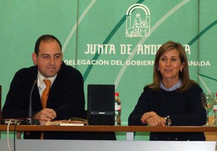 El director de orquesta y profesor Mauricio Linari junto a  Inmacualda Ferro