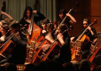 Integrantes de la Orquesta del C.P.M Angel Barrios./FOTO:J.M.FERRO