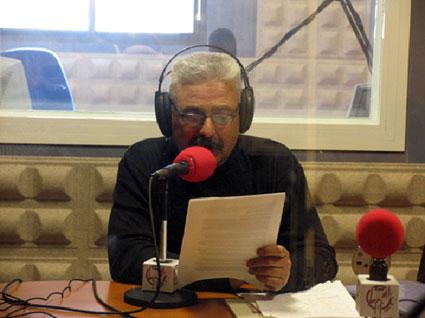 El poeta en un de sus intervenciones en Radio Loma