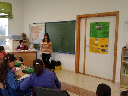 Los alumnos realizan exposiciones a sus compañeros