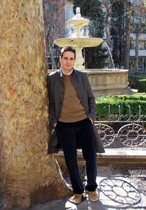 Pablo Casanova, en otro de los escenarios de su novela, la plaza de la Trinidad