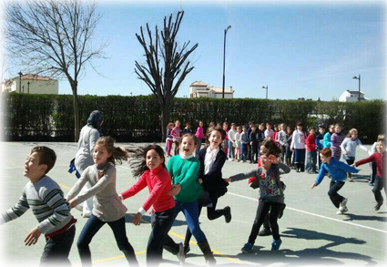 Los escolares disfrutan de las actividades organizadas con motivo del el Día Mundial para la Eliminación de la Discriminación Racial