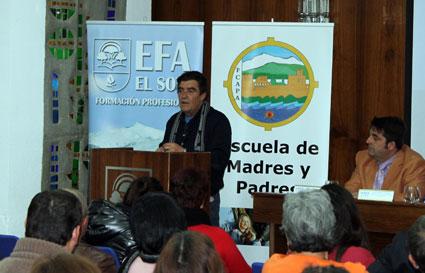 El juez de menores, Emilio Calatayud, se dirige a los asistentes