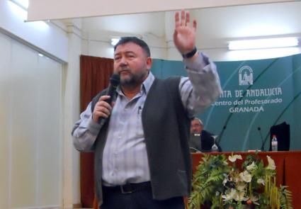 Antonio Rodríguez Lao da a conocer el proyecto de biblioteca escolar-municipal en el CEP de Granada