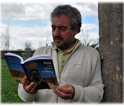 Sánchez Tarifa explica que su libro puede interesar por igual a los amantes de la literatura de viajes que a interesados por la condición humana